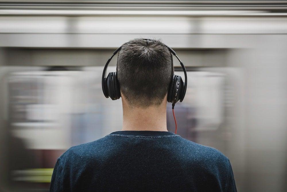 headphones-man-music-374777