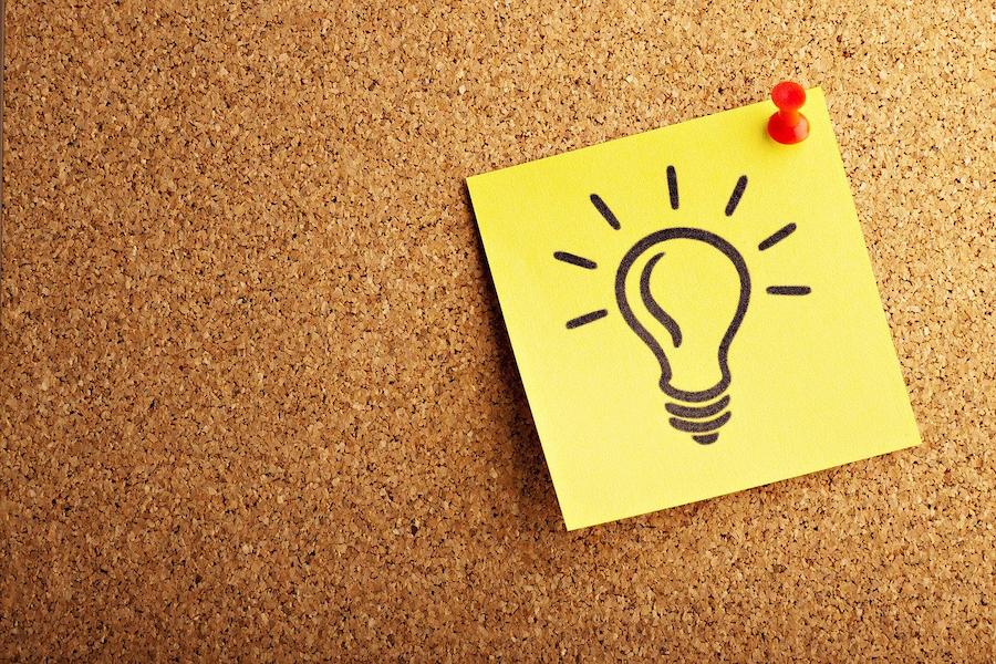 Idee lamp op prikbord voor merkbeleving